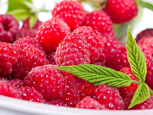 Cách làm son dưỡng môi từ quả mâm xôi