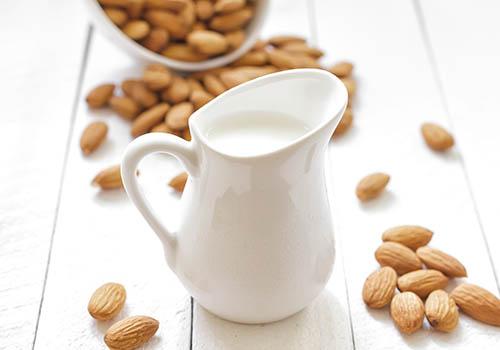 Công thức chăm sóc da với dầu hạnh nhân và sữa