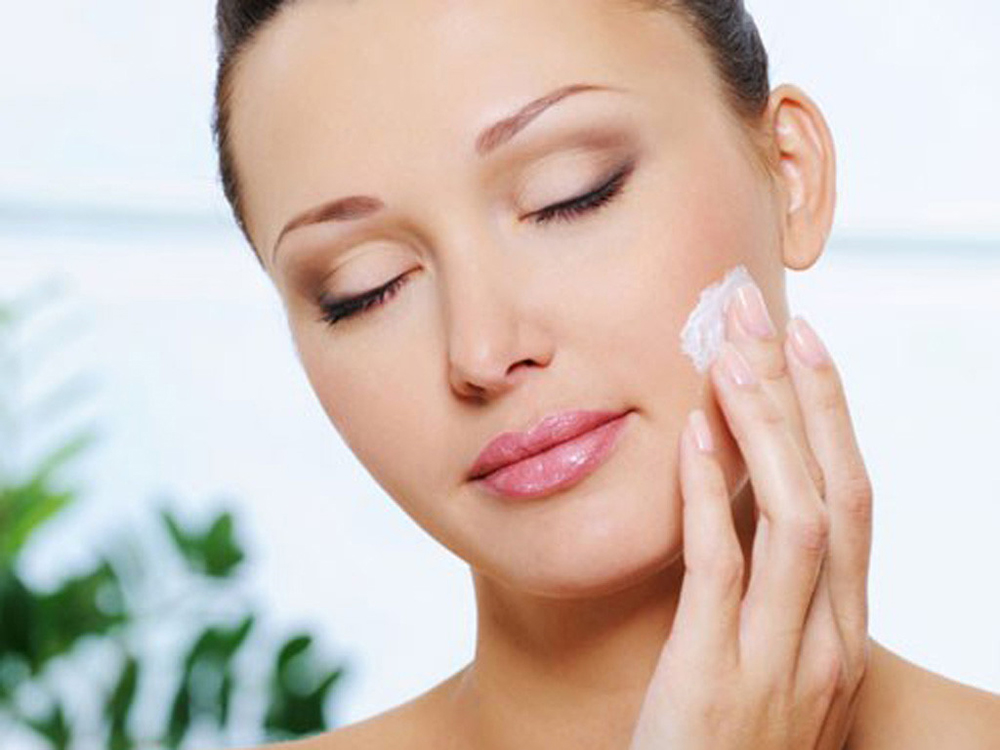 Hướng dẫn tự làm kem dưỡng trắng da với nguyên liệu tự nhiên